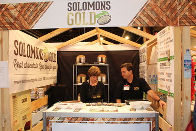 Glenn Yeatman (right) at the Solomons Gold stand at the recent Auckland Food Show.
